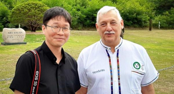 2019.08.Sch-Woo-jung-Stephen-Kim-with-Fr-General-Arturo-Sosa.jpg